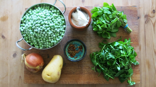 Green & Clean. Healthy pea and mint soup recipe. Quick and easy to make.