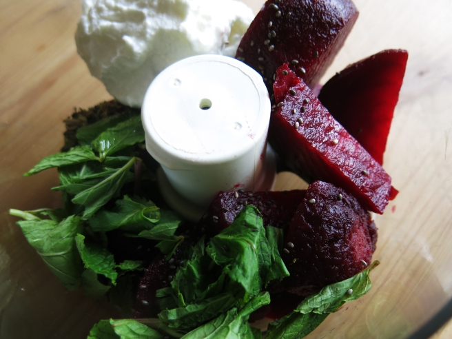 Beetroot, Mint & Fennel Dip: Blend it!